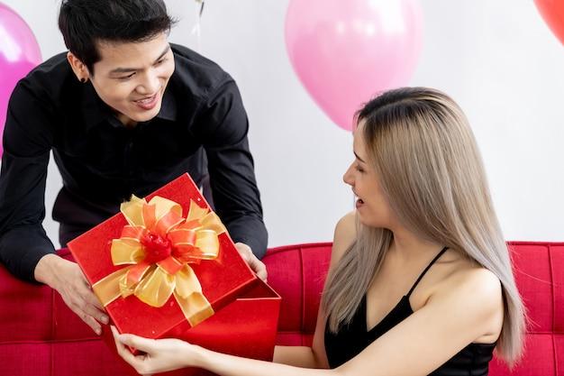 Paar oping geschenkdoos