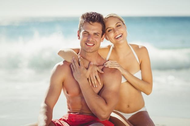 Paar plezier op strand