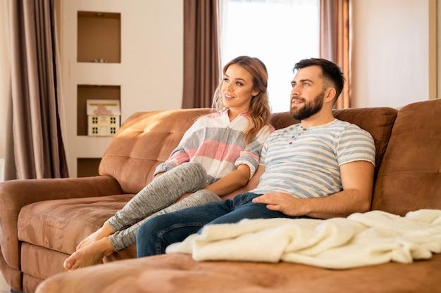 Paar tv kijken