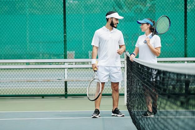 Paar varen tennis
