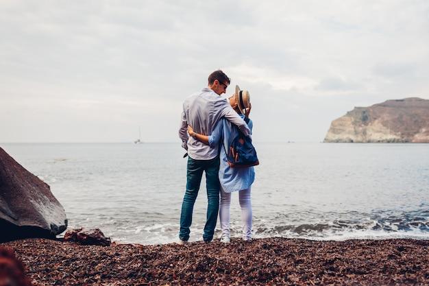 Paar verliefd genieten van huwelijksreis