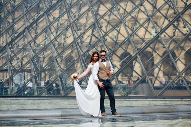 Paar verliefd in parijs, huwelijksfotografie