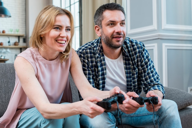 Paar videogames spelen