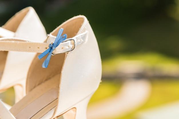 Paar witte trouwschoenen voor dames