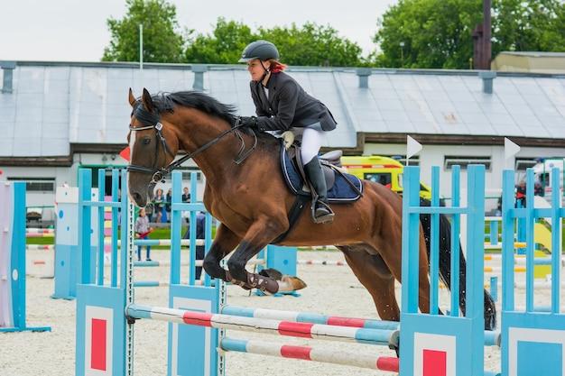 Paardensportwedstrijden voor paardenspringen