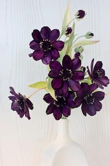 Paarse bloemen van goudsbloem gemaakt van fluweel. macro