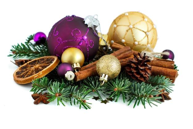 Paarse en gouden kerst ornamenten grens geïsoleerd