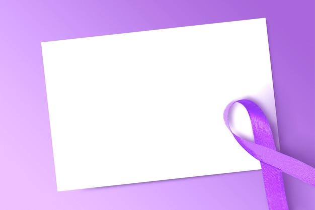 Paarse linten met blanco wit papier op een gekleurde achtergrond. wereldkankerdag concept. blanco wit papier voor kopie ruimte
