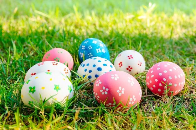 Paasei ! gelukkige kleurrijke pasen zondag jacht vakantie decoraties pasen concept achtergronden