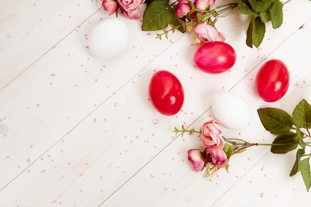 Paaseieren bloemen christelijke vakantie lente kopie ruimte