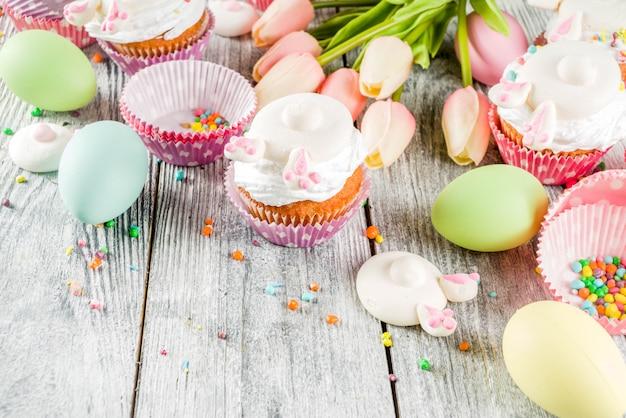 Paaseieren en konijnen cupcakes