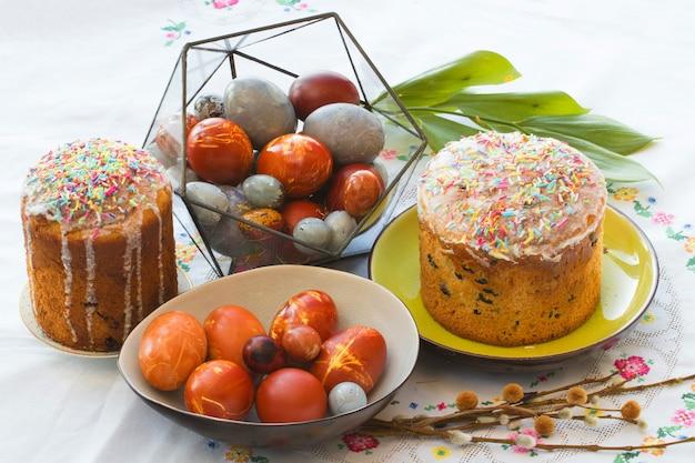 Paaseieren en traditionele cakes