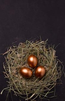 Paaseieren in een nest