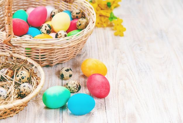 Paasfoto. gelukkig pasen. eieren selectieve aandacht.
