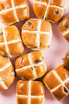 Paasontbijt met warme broodjes