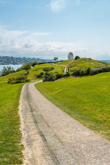 Pad in het natuurpark van saint jean de luz genaamd parc de sainte barbe, col de la grun in het franse baskenland