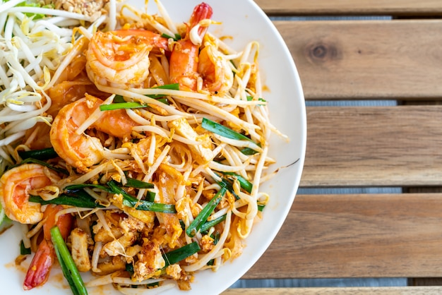 Pad thai (gewokte rijstnoedels met garnalen)