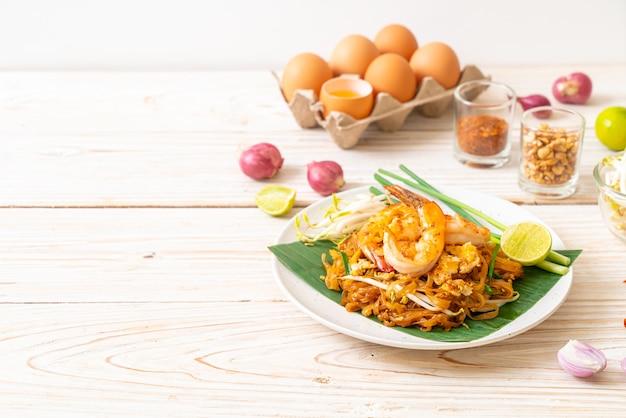 Pad thai - roergebakken rijstnoedels met garnalen