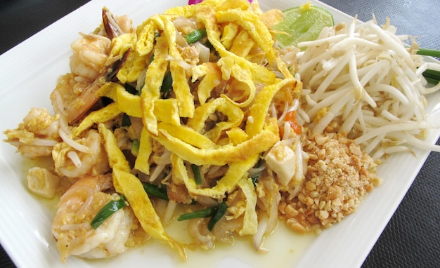 Pad thai & shrimp, thais eten