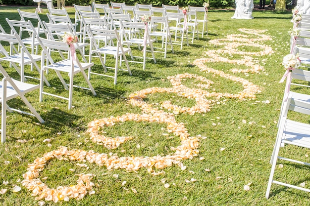 Pad van rozenblaadjes, pad van rozenblaadjes, decoraties voor pasgetrouwden