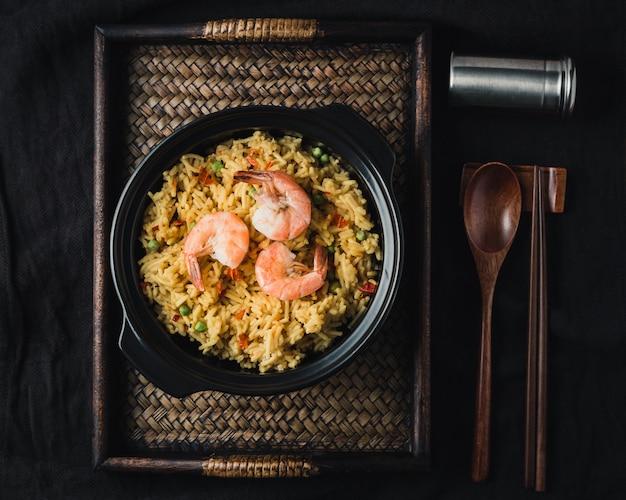 Paella met garnalen, traditioneel spaans recept