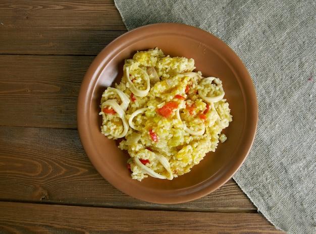 Paella met inktvis, pompoen en paprika
