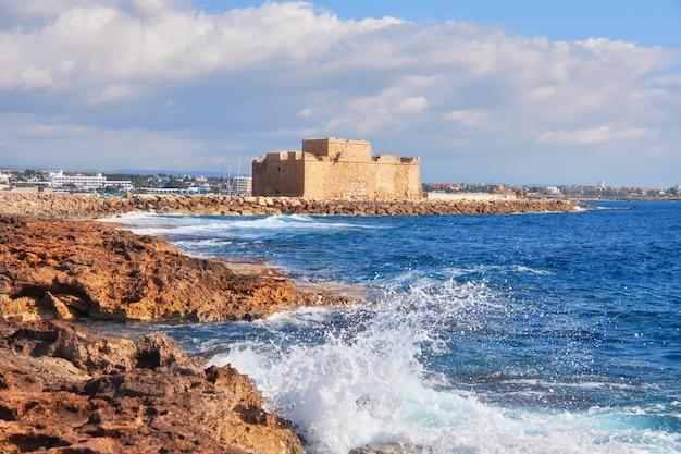 Pafos harbour castle in pathos, cyprus, griekenland