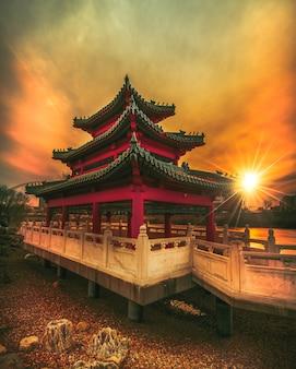 Pagode bij zonsondergang