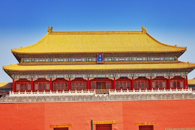 Pagoden, paviljoens binnen het complex van de tempel van de hemel in peking, china.chinese vertaling van de inscriptie -