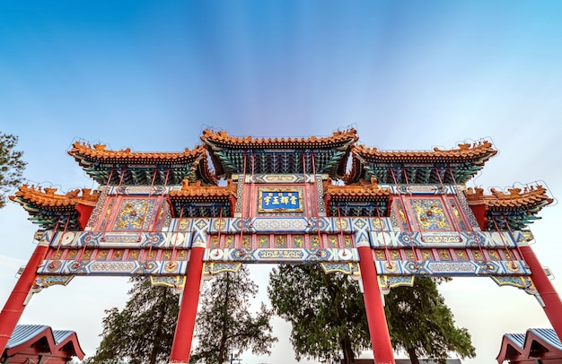 Paifang bij het paleis van de zomer in peking, china