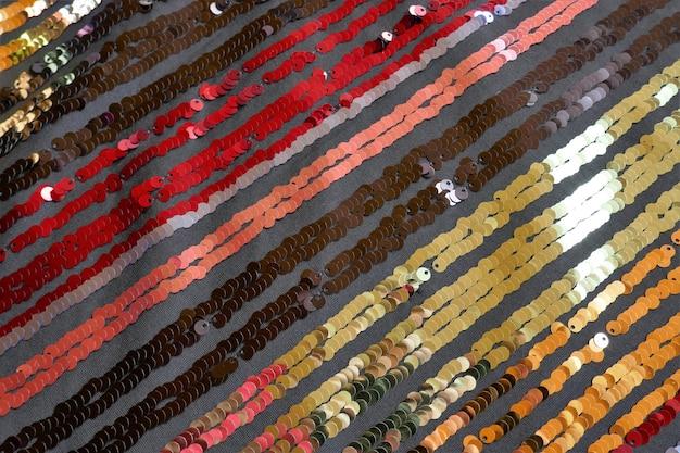 Pailletten macro achtergrond gestreepte kleurrijke achtergrond gestreepte pailletten stof stof met pailletten glanzende stof schalen achtergrond achtergrond met glanzende pailletten textuur schalen