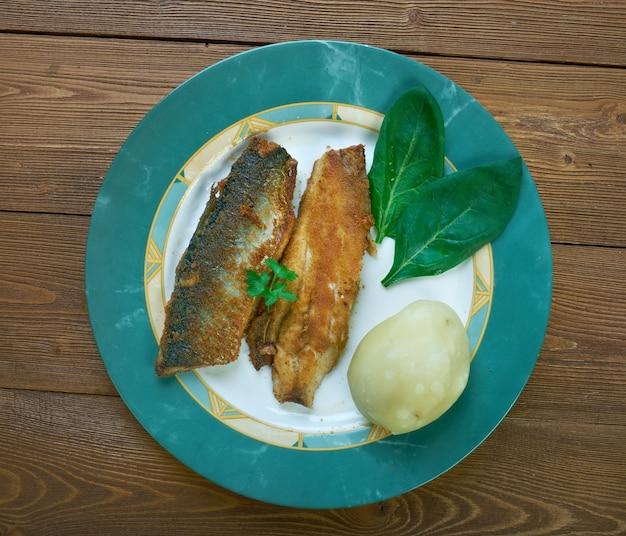 Paistetut silakat - fins gerecht, gebakken haring