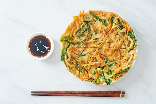 Pajeon of koreaanse pannenkoek of koreaanse pizza - aziatische eetstijl