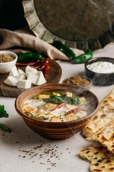 Pakistaans eten met hoge hoek in kom