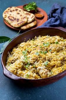 Pakistaans maaltijdassortiment met hoge hoek