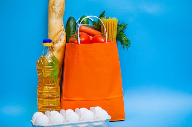 Pakket sociale bijstand met producten voor mensen die hulp nodig hebben