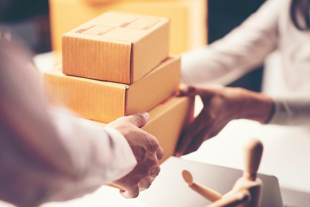 Pakketlevering met goede scherptediepte