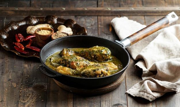 Palak chicken of chicken saag, traditionele indiase of pakistaanse gerechten