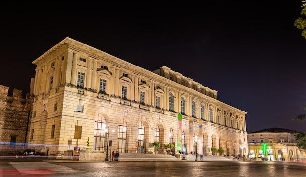Palazzo della grande guardia 's nachts - verona