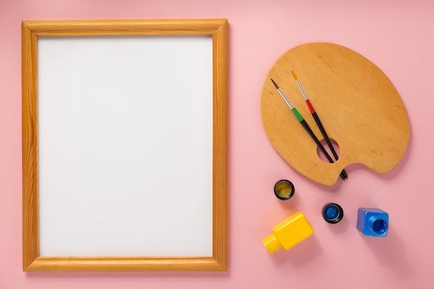 Palet en fotolijst op abstracte achtergrond