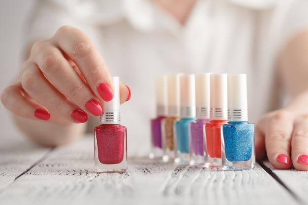 Palet van kleurrijke nagellakken