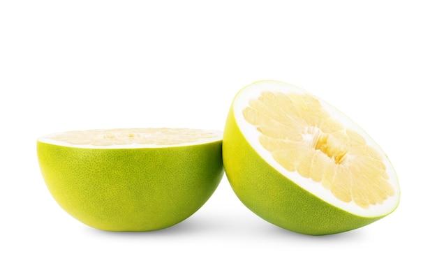 Pamelafruit op witte achtergrond
