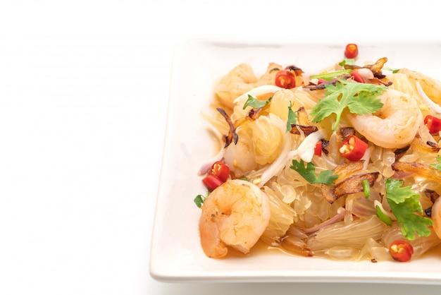 Pamelo pittige salade met garnalen of garnalen