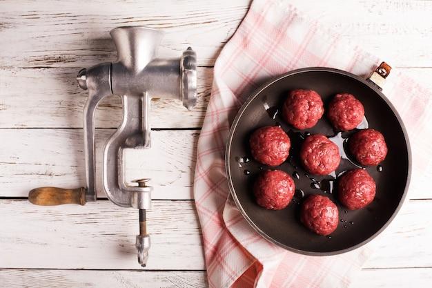 Pan met gehaktballen