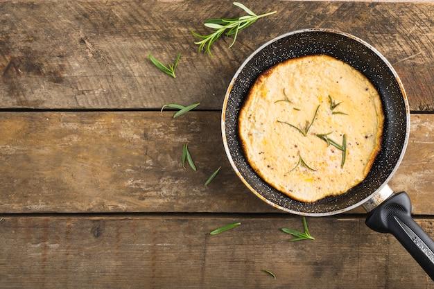 Pan met omelet