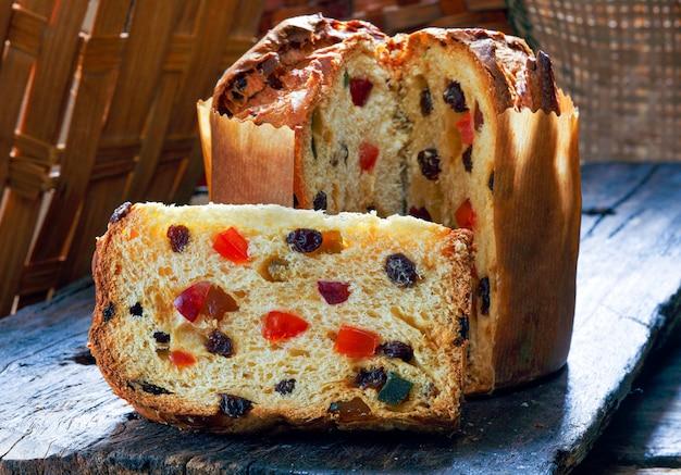 Panettone met fruit (italiaanse kerstcake)