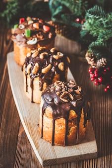 Panettone met kerstboom versierd