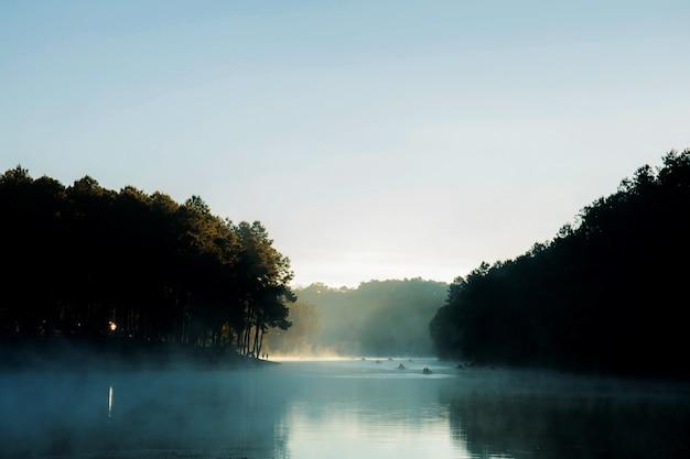 Pang oung reservoir in de ochtend.