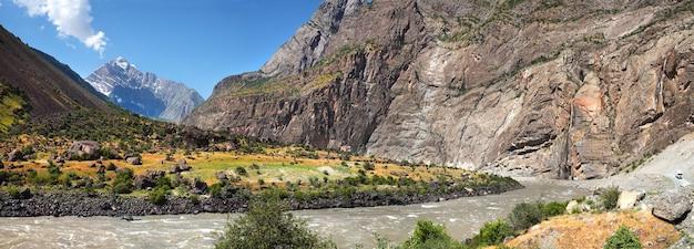 Panj river op de grens van tadzjikistan en afghanistan
