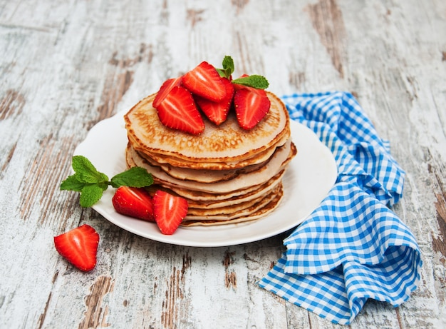 Pannekoeken met verse aardbeien